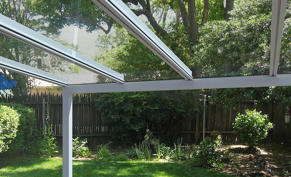 pergola ze szklanym dachem